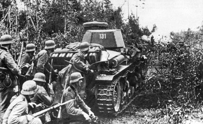 German Pzkpfw 35(t) tank and infantry