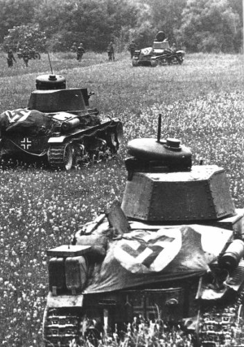 Pzkpfw 35 tanks in action